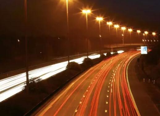 【照明小知识】为什么高速公路上没有路灯?