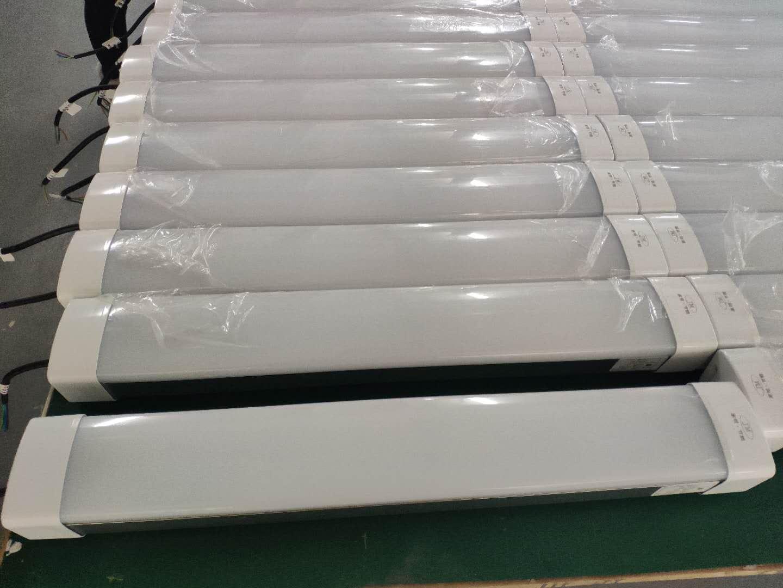 供应铝合金外壳长条冷库三防灯